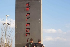pylon-kraków-prądniczanka-beton-architektoniczny-płyty-antracyt